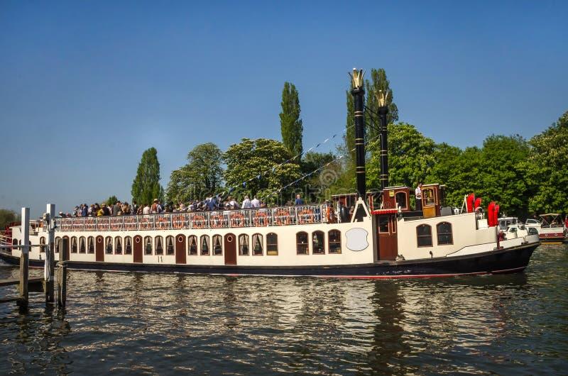 Barco de la rueda de paleta en Henley en Támesis imágenes de archivo libres de regalías