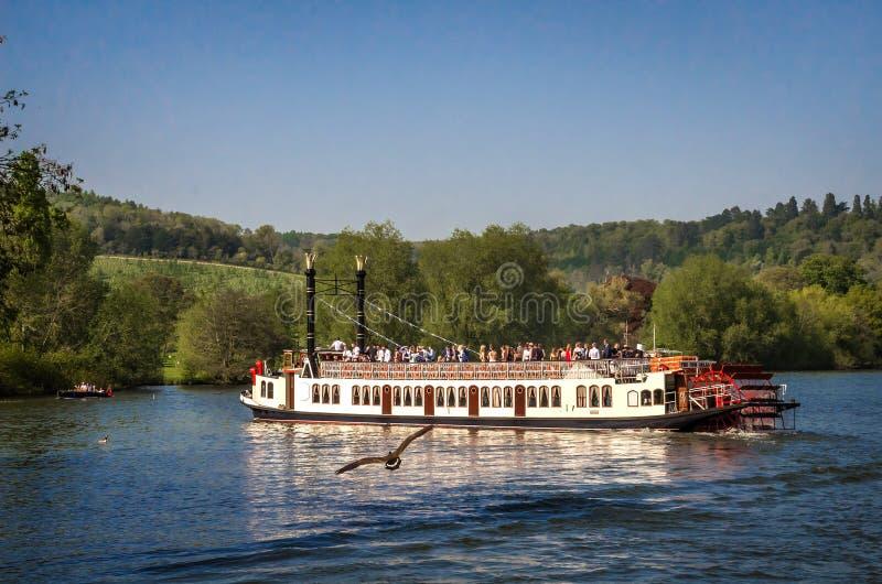 Barco de la rueda de paleta en Henley en Támesis foto de archivo libre de regalías