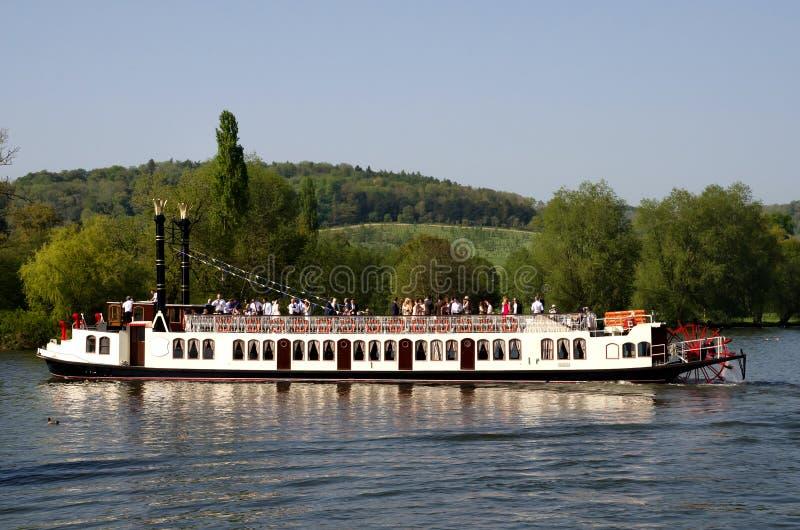 Barco de la rueda de paleta en Henley en Támesis fotografía de archivo