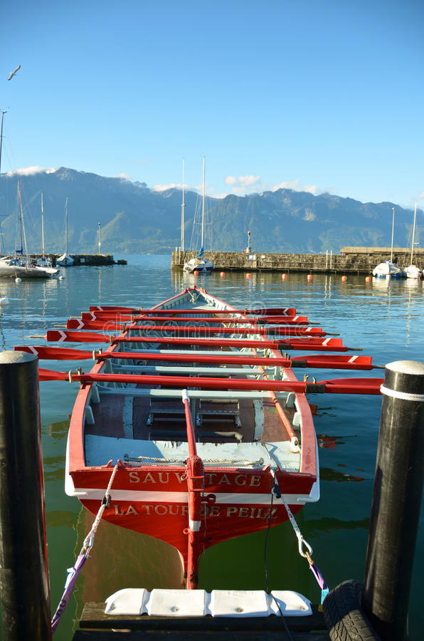 barco de la salvación de vidas en el lago geneva, ciudad del La Viaje-de-Peilz, S imagenes de archivo