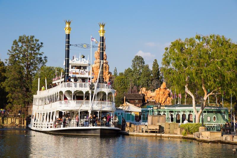 Barco de la travesía del río de Disneyland fotografía de archivo libre de regalías