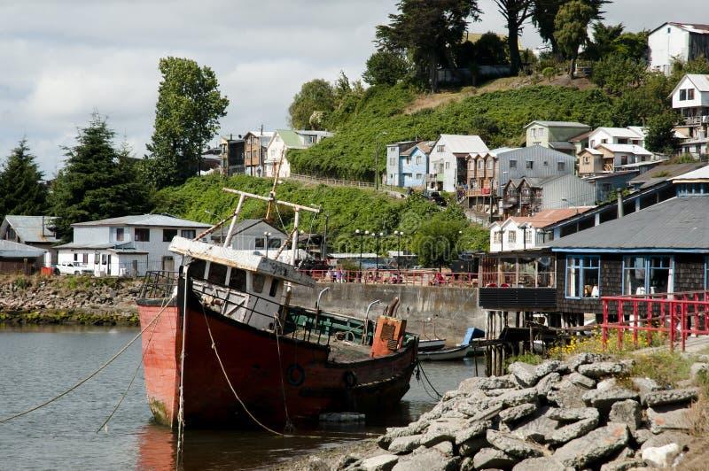 Barco de los pescadores - Castro Bay - Chile imagen de archivo libre de regalías