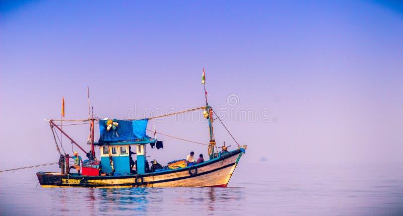 Barco de los pescados fotografía de archivo