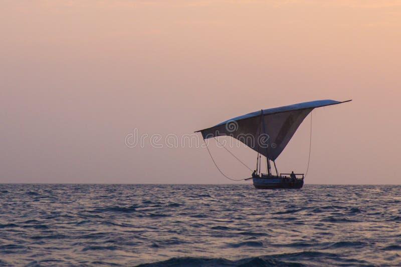 Barco de madeira do fisher imagem de stock