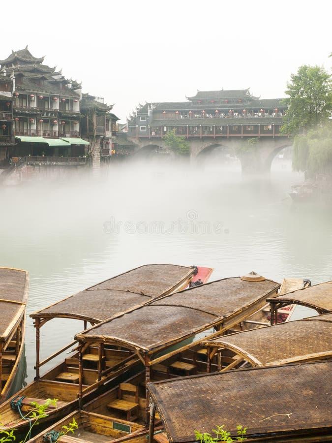 Download Barco De Madeira Na Cidade Chinesa. Imagem de Stock - Imagem de historic, casa: 29845779