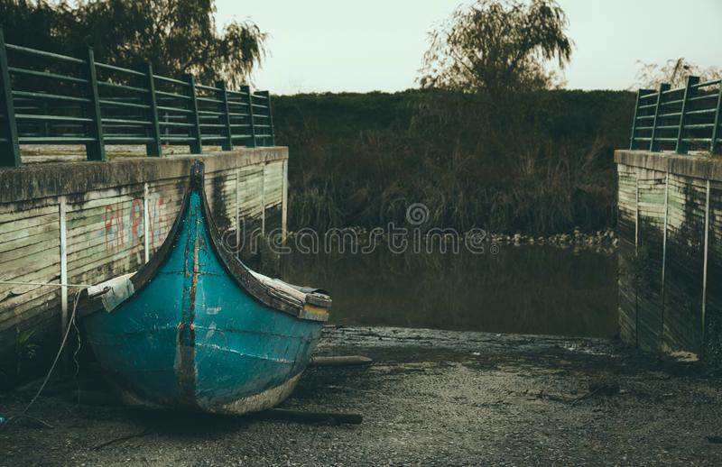 Barco de madera de reclinación fotografía de archivo libre de regalías