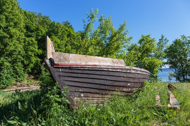 Barco de madera viejo imagenes de archivo