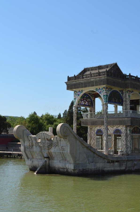 Barco de Marbel una nave hecha de piedra en el palacio de verano Yiheyuan Pekín fotos de archivo