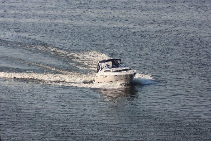 Barco de motor fotografía de archivo libre de regalías