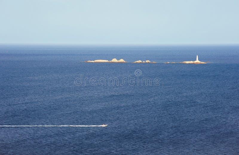 Barco de motor en el mar fotos de archivo