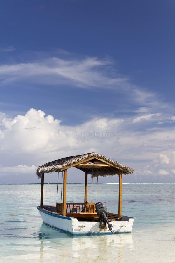 Barco de motor nos Maldives foto de stock royalty free