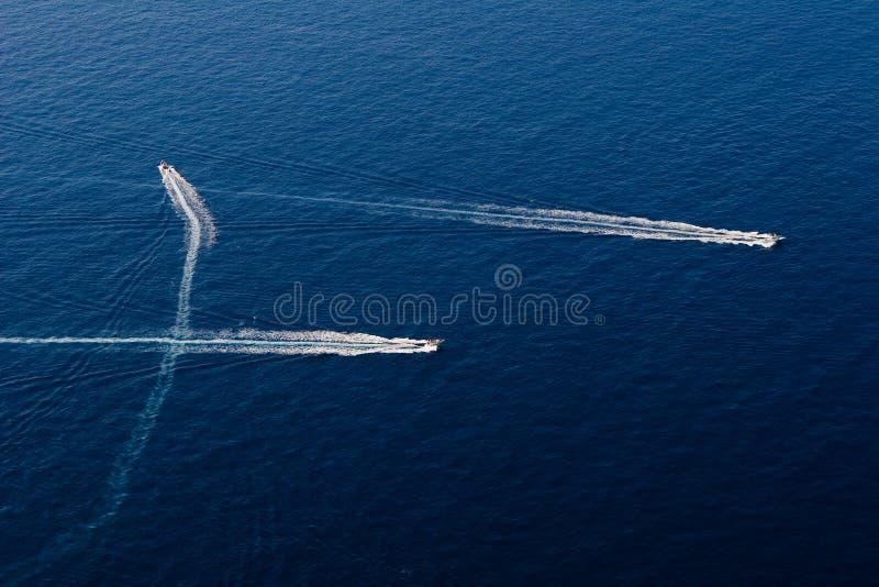 Barco de motor rápido tres en foto de archivo