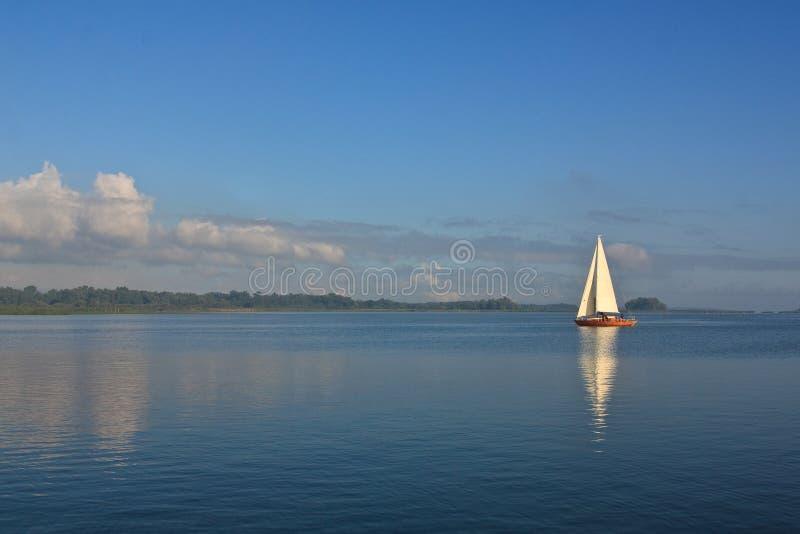 Barco de navegación foto de archivo