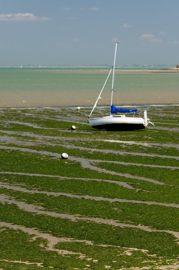 Download Barco De Navegación En La Playa (Charente, Francia) Imagen de archivo - Imagen de marea, azul: 64208403