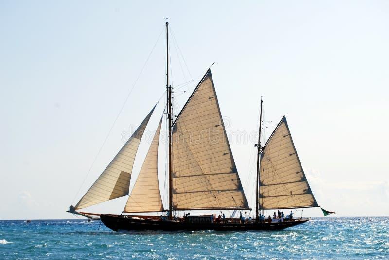Barco de navegación viejo en Imperia imágenes de archivo libres de regalías
