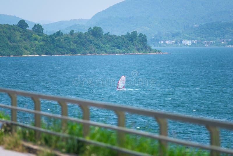 Barco de navigação no mar foto de stock royalty free