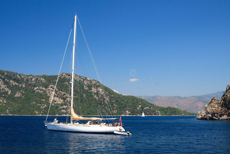 Barco de navigação no Mar Egeu fotos de stock royalty free