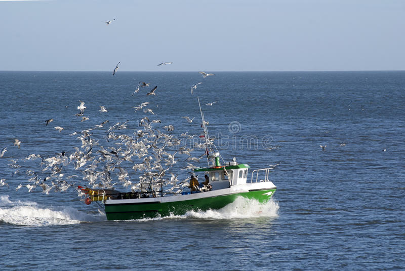 Barco de pesca imagenes de archivo