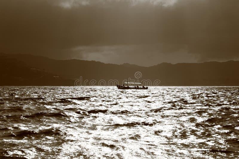 Download Barco de pesca imagen de archivo. Imagen de bahía, blanco - 44850911
