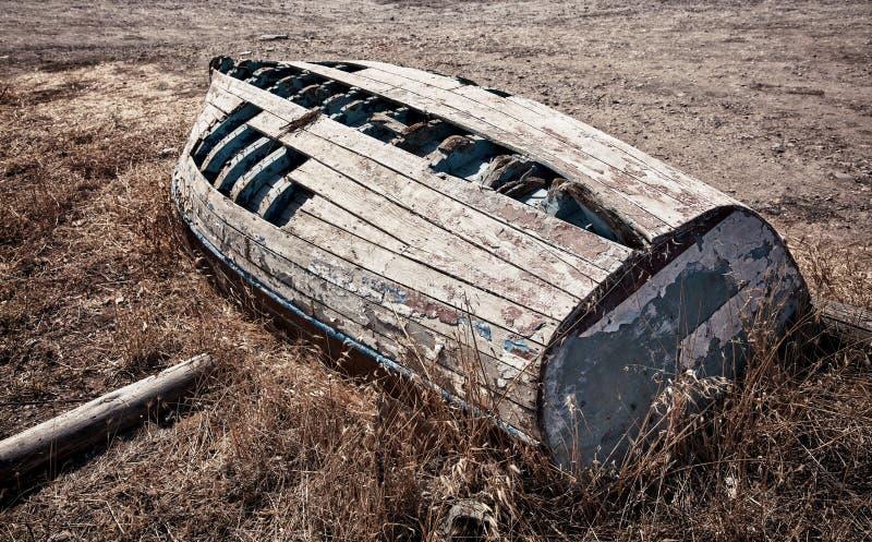Barco de pesca abandonado imagens de stock