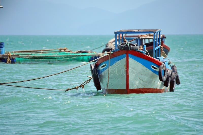 Barco de pesca amarrado imagen de archivo libre de regalías