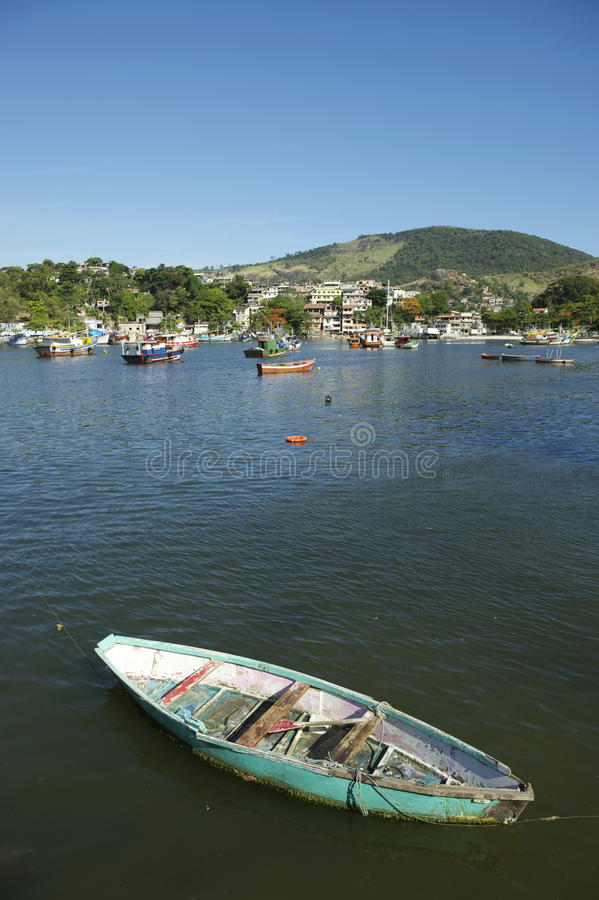 Barco de pesca brasileño simple Rio de Janeiro imagen de archivo