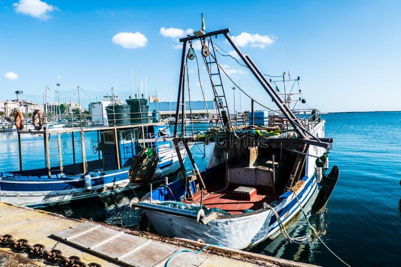 Barco de pesca de Cerdeña imagenes de archivo