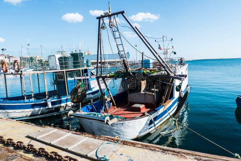 Barco de pesca de Cerdeña fotografía de archivo