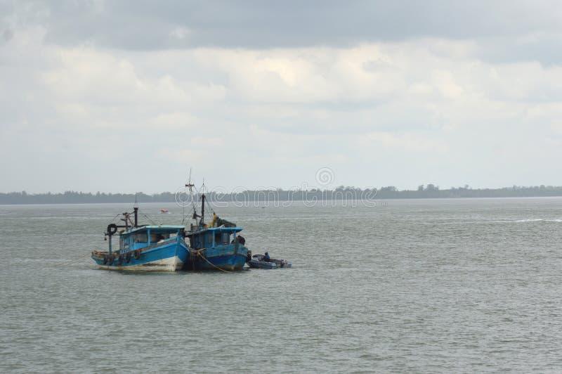 Barco de pesca de las explosiones imagen de archivo libre de regalías