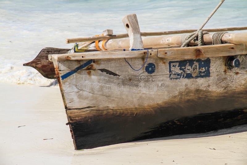 Barco de pesca em Zanzibar fotografia de stock royalty free