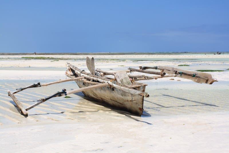 Barco de pesca em Zanzibar fotografia de stock