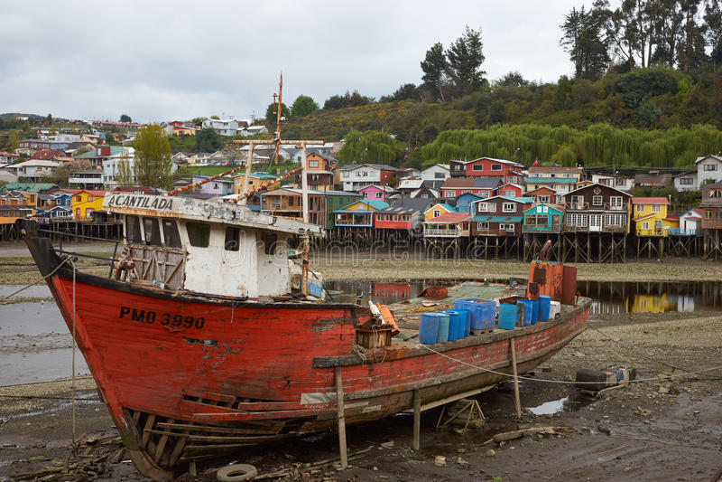 Barco de pesca en Castro fotografía de archivo libre de regalías