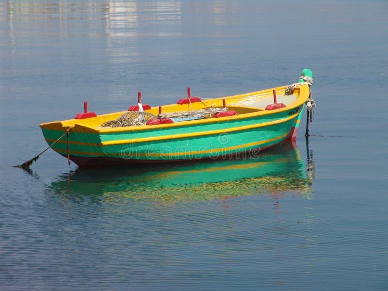 Barco de pesca en el ancla imágenes de archivo libres de regalías