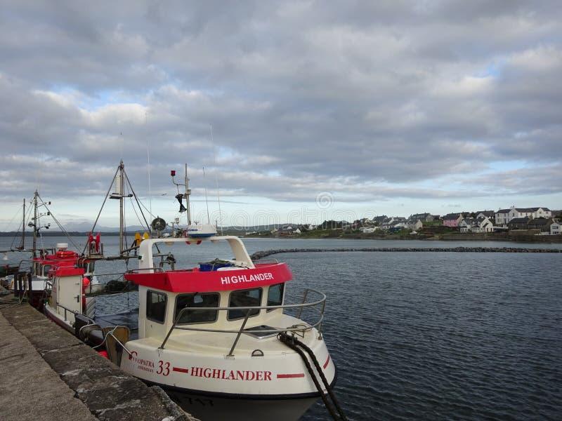 Barco de pesca en el puerto de Bowmore, isla de Islay, Escocia fotografía de archivo libre de regalías