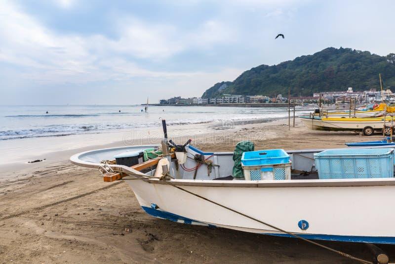 Barco de pesca en la costa del Océano Pacífico imagen de archivo libre de regalías