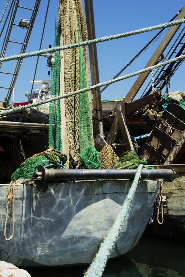 Barco de pesca en puerto imagen de archivo libre de regalías