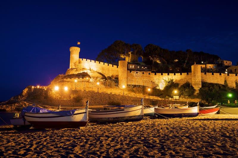 Barco de pesca en Tossa de Mar, España imágenes de archivo libres de regalías