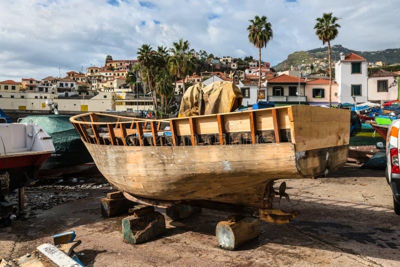 Barco de pesca de madeira foto de stock