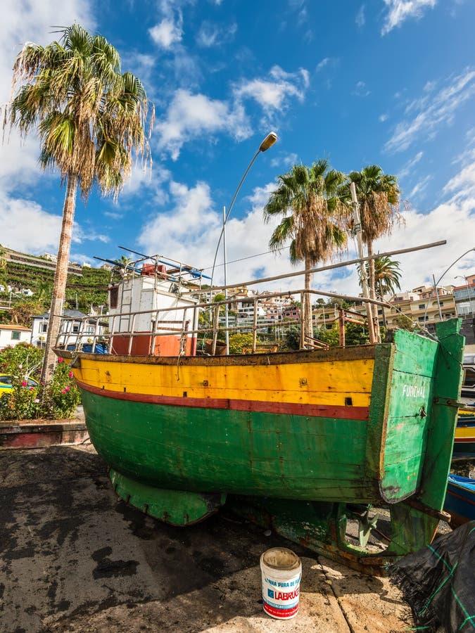 Barco de pesca de madeira - Madeira, Portugal imagens de stock royalty free