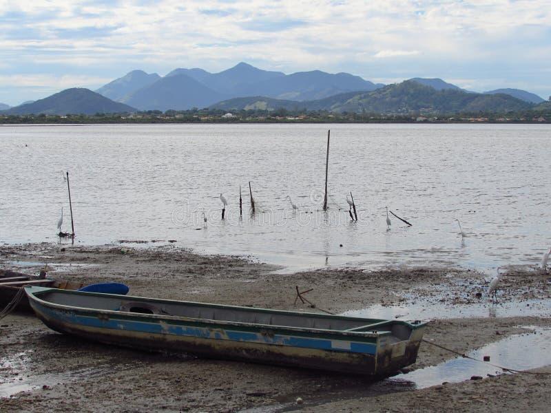 Barco de pesca, montanha fotos de stock