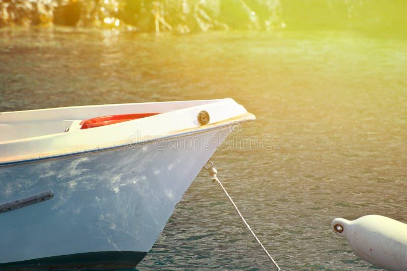 Barco de pesca no mar foto de stock royalty free