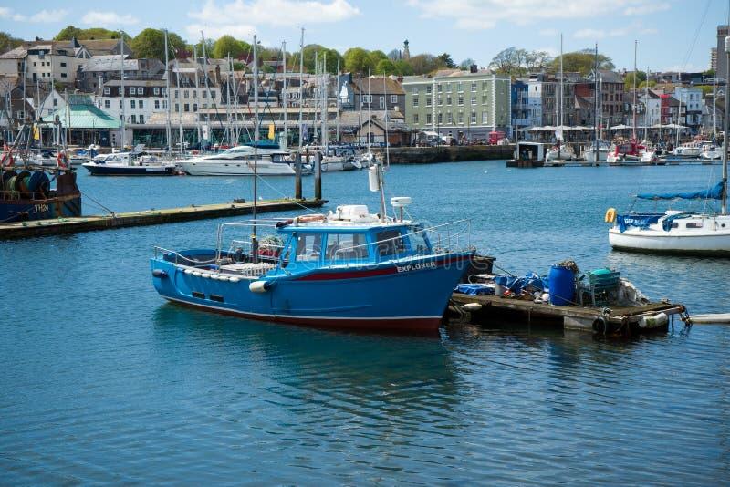 Barco de pesca no porto, Plymouth, o 23 de maio de 2018 imagens de stock