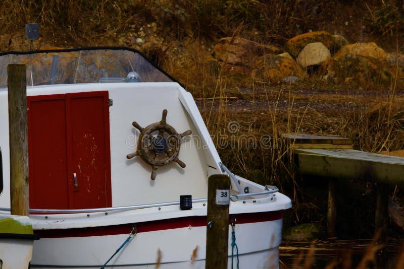 Barco de pesca pequeno em Lammefjord Dinamarca imagem de stock royalty free