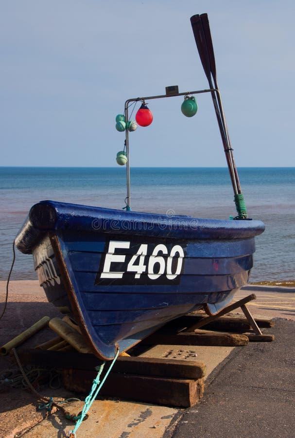 Barco de pesca pequeno em Sidmouth Devon fotografia de stock royalty free