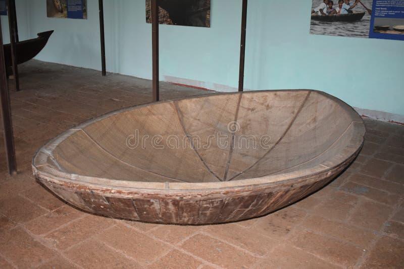 Barco de pesca redondo velho indiano a história dos barcos fotos de stock