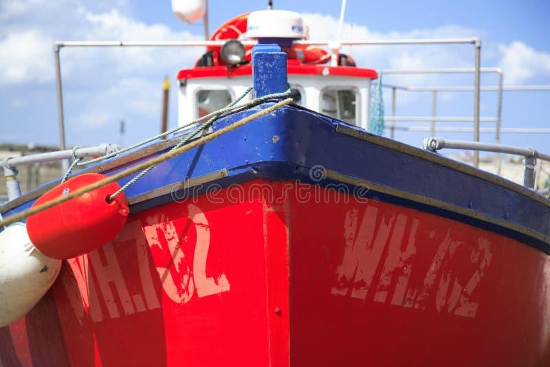 Barco de pesca vermelho imagens de stock royalty free