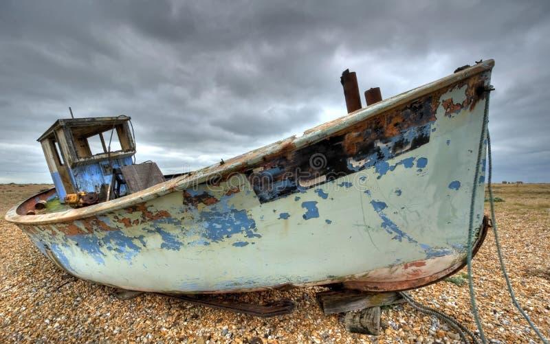 Barco de pesca viejo imagenes de archivo