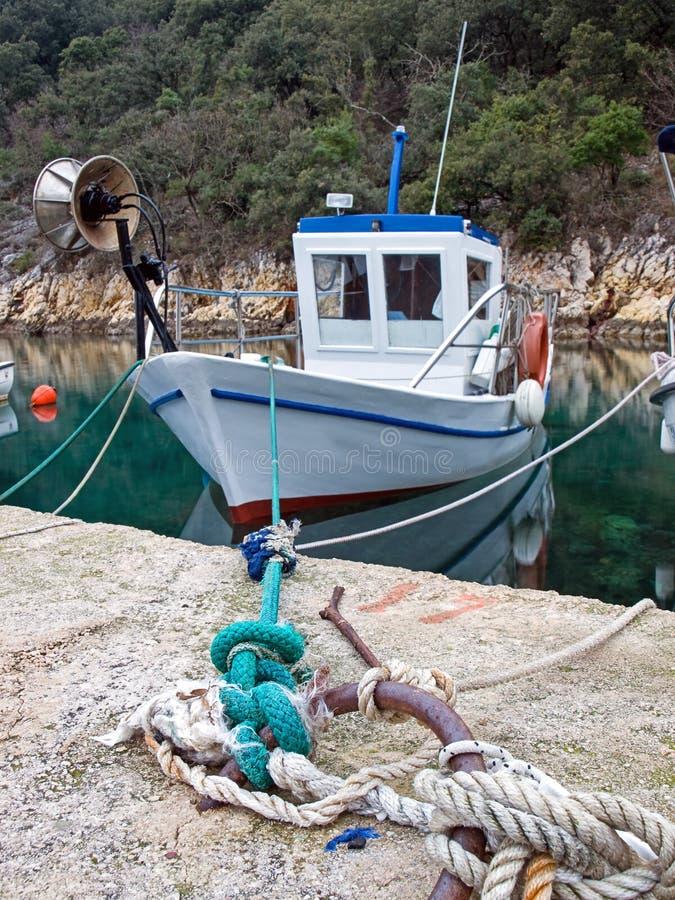 Barco de pesca viejo