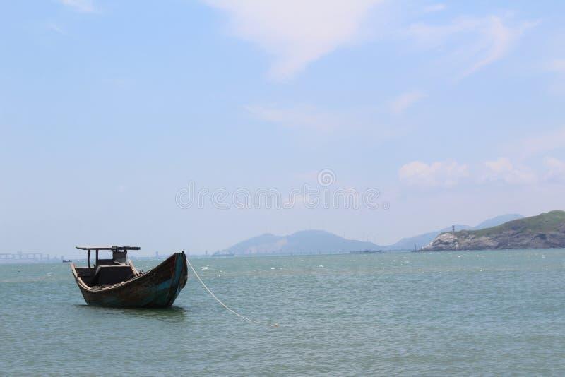 Barco de pesca viejo en China imágenes de archivo libres de regalías