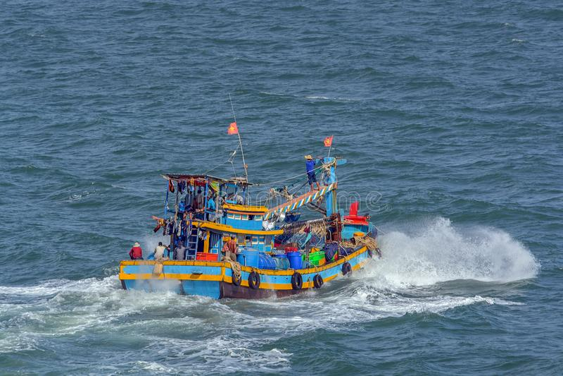 Barco de pesca vietnamita foto de archivo libre de regalías